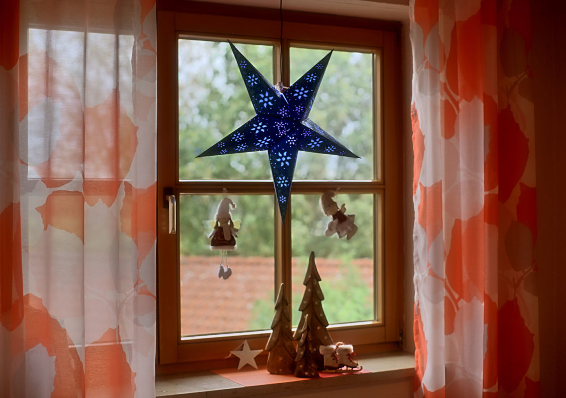 Weihnachtsstern Anubis (60cm) beleuchtet in blau